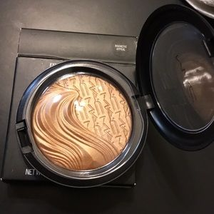 MAC 'Magnetic Appeal' Extra Dimension Skinfinish